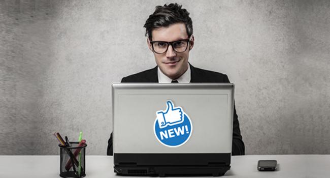 Facebookの新機能を活用するビジネスマン