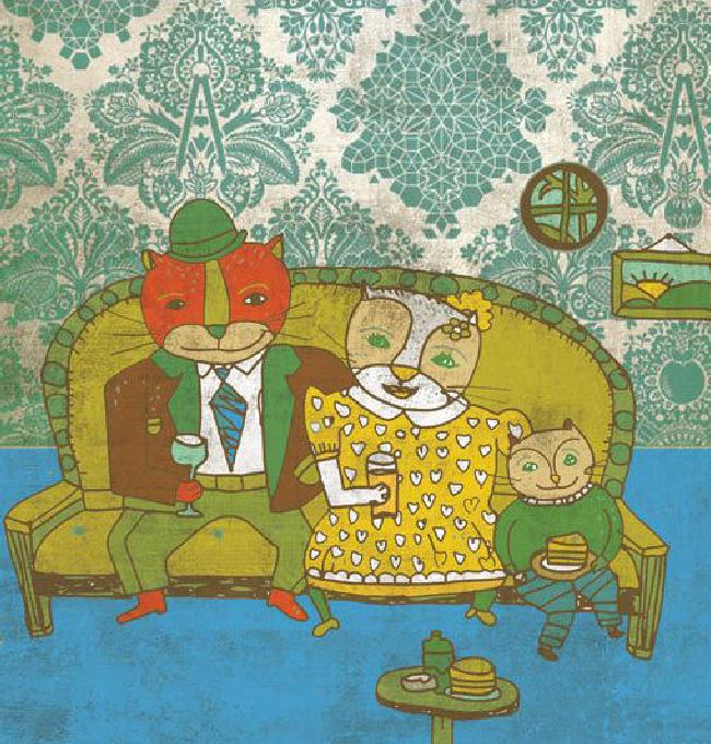 夫婦がソファでくつろいでいる