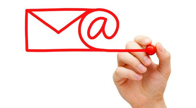 メールアドレスを赤いペンで描く