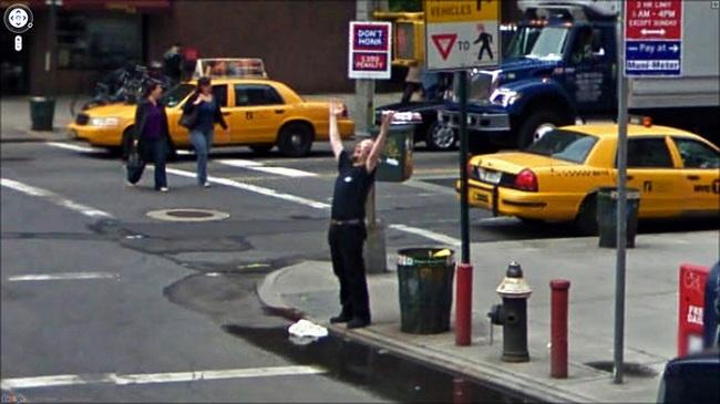 道端で叫ぶ人