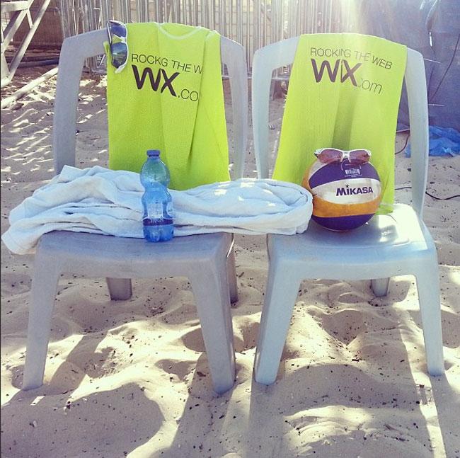 WixのInstagramページで見つけたビーチでもWixの写真