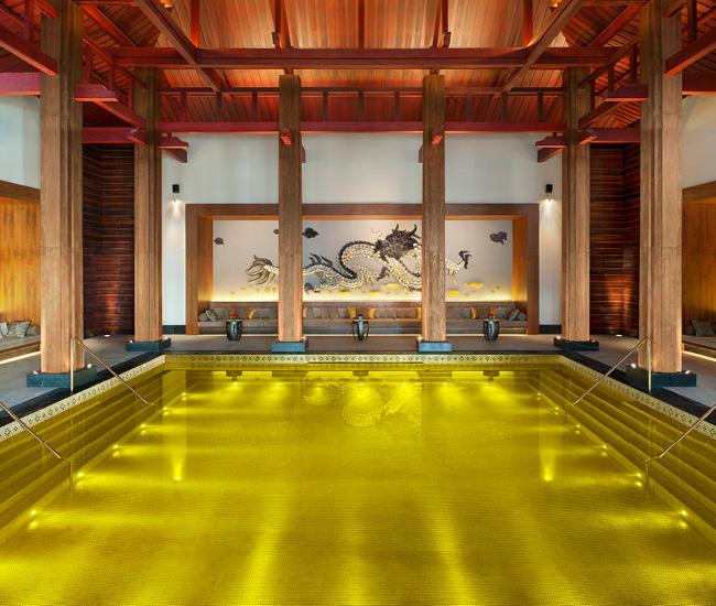 チベットの金色プール