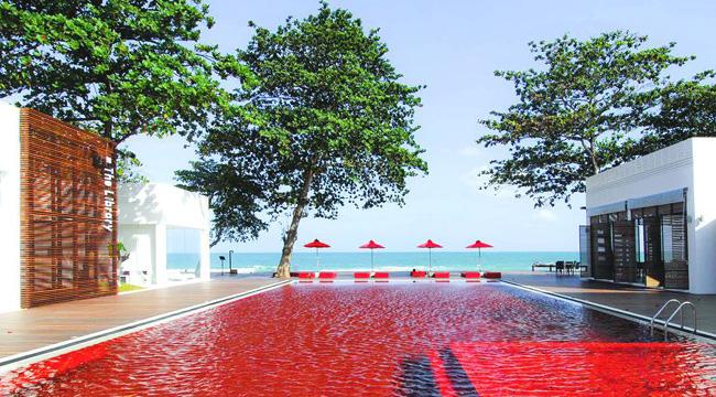 タイの赤いプール