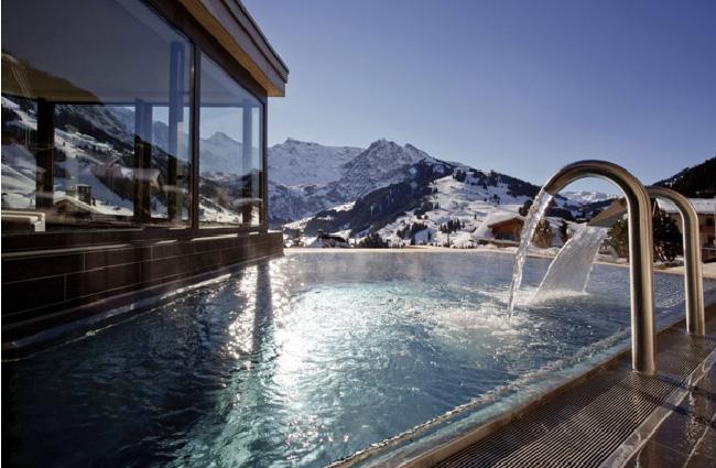 スイスの絶景プール